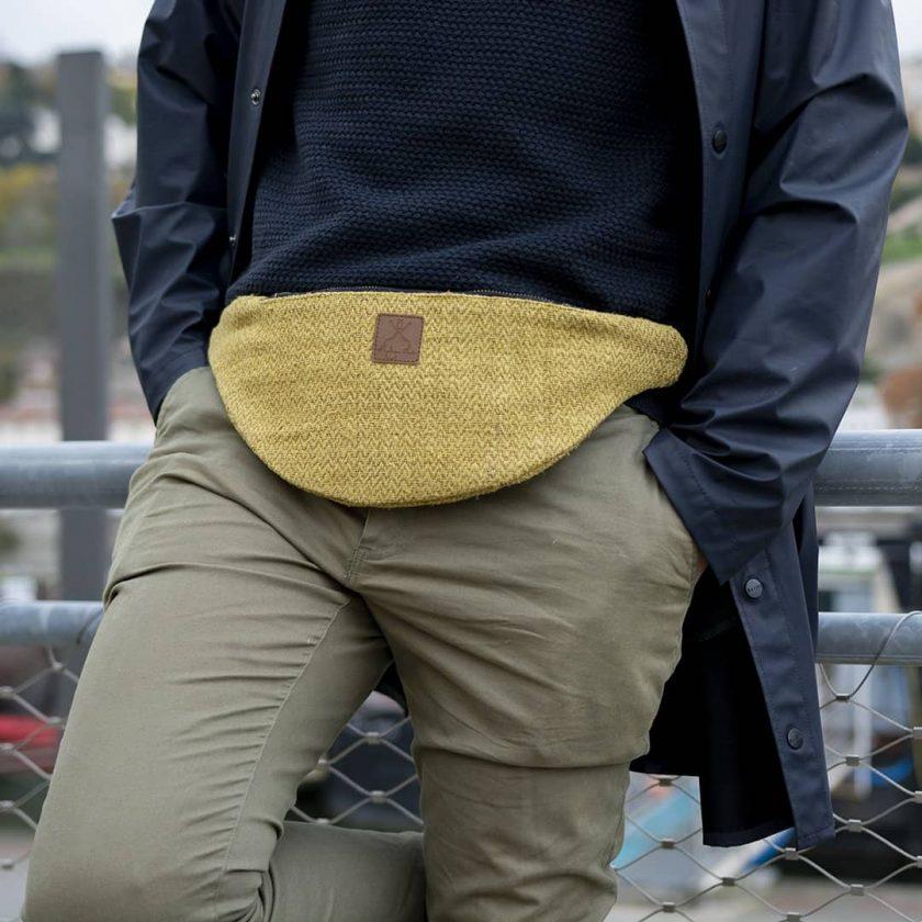 Sac banane éthique en chanvre de couleur curry homme ceinture
