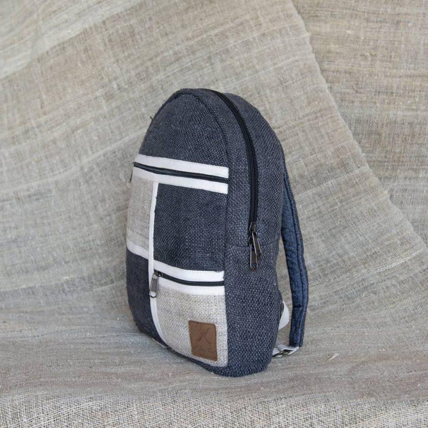 Petit sac à dos écologique en chanvre et teintures naturelles nantah anthracite coté