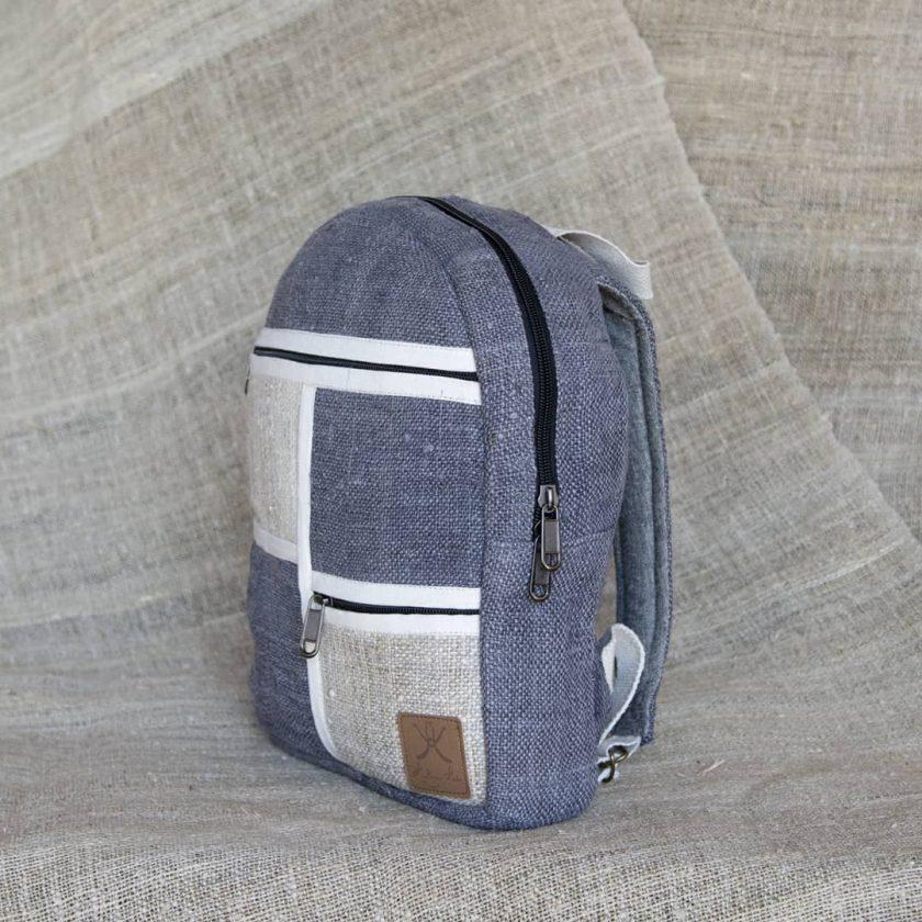 Petit sac à dos écologique en chanvre et teintures naturelles nantah gris vue de coté