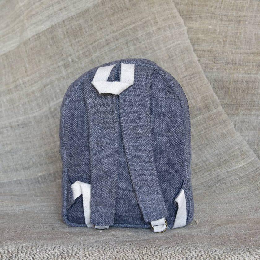 Petit sac à dos écologique en chanvre et teintures naturelles nantah gris vue de dos
