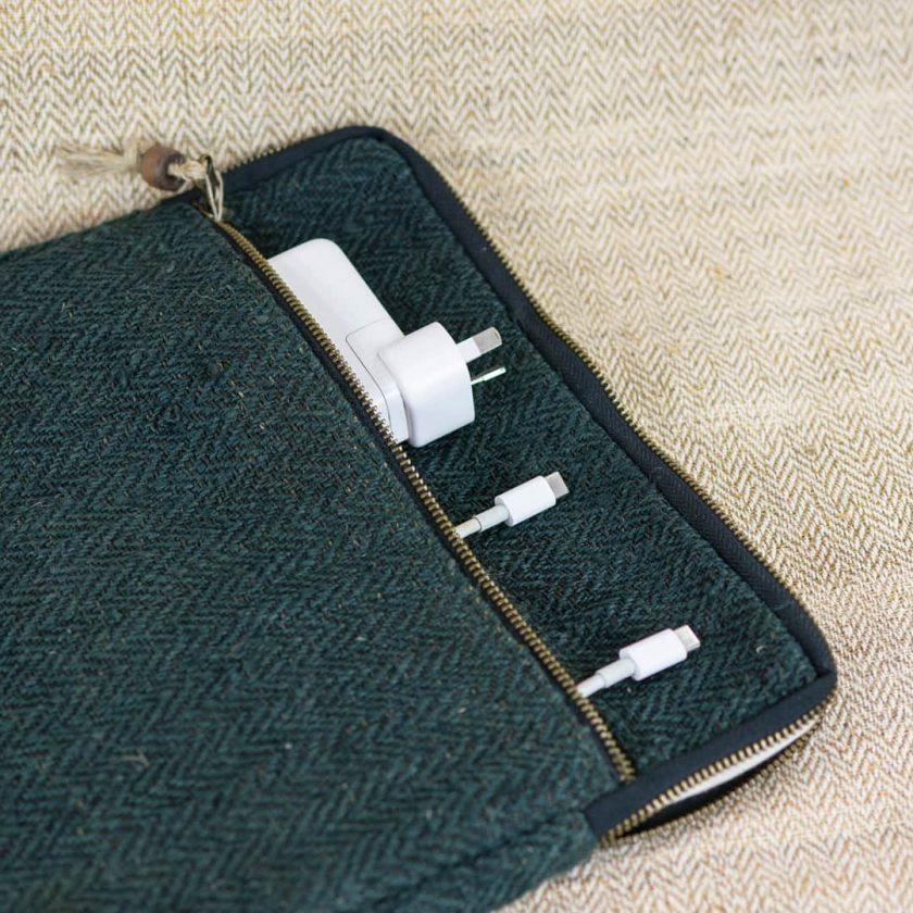 Pochette ordinateur écologique en chanvre fait main 13 pouces couleur verte poche extérieure