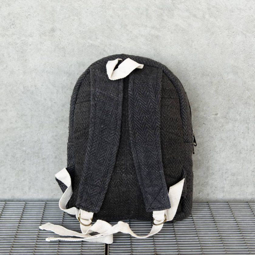Petit sac à dos écologique en chanvre et teintures naturelles nantah ébène dos