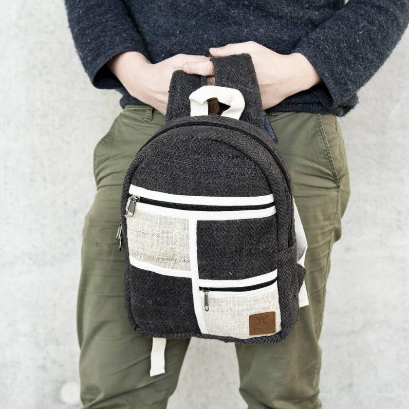 Petit sac à dos écologique en chanvre et teintures naturelles nantah ébène homme