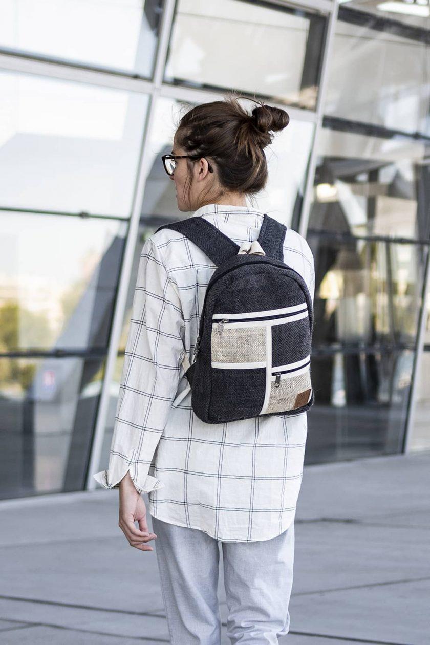 Petit sac à dos écologique en chanvre et teintures naturelles nantah ébène femme