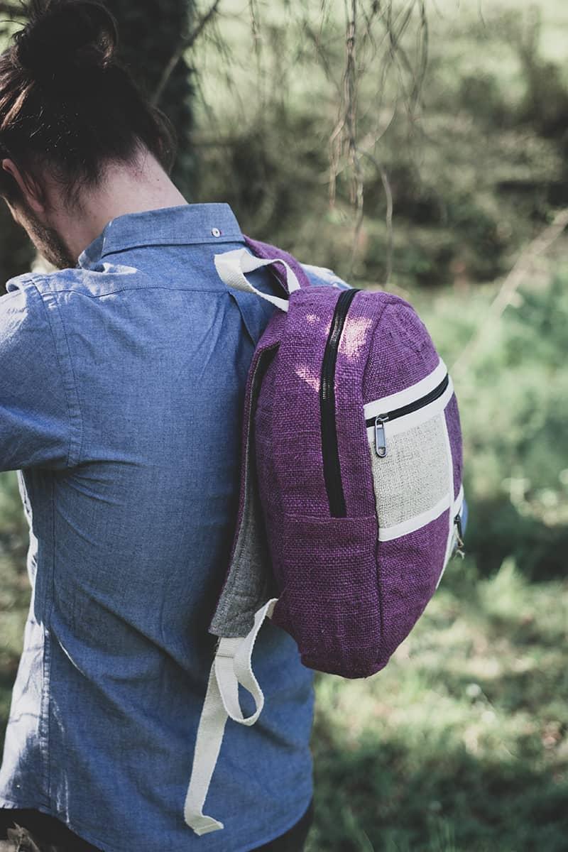 Petit sac à dos écologique en chanvre et teintures naturelles nantah framboise homme