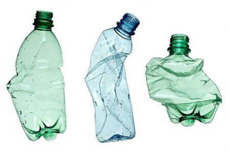 Fini les océans de plastiques révoltants, et place aux plastiques biodégradables ! C'est possible avec le chanvre car c'est la plante qui contient la plus grande quantité de cellulose végétale, élément principal pour fabriquer du plastique biodégradable. En plus, le plastique de chanvre se dégrade en seulement 80 jours !!!