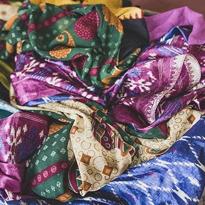 Pile de saris usagés